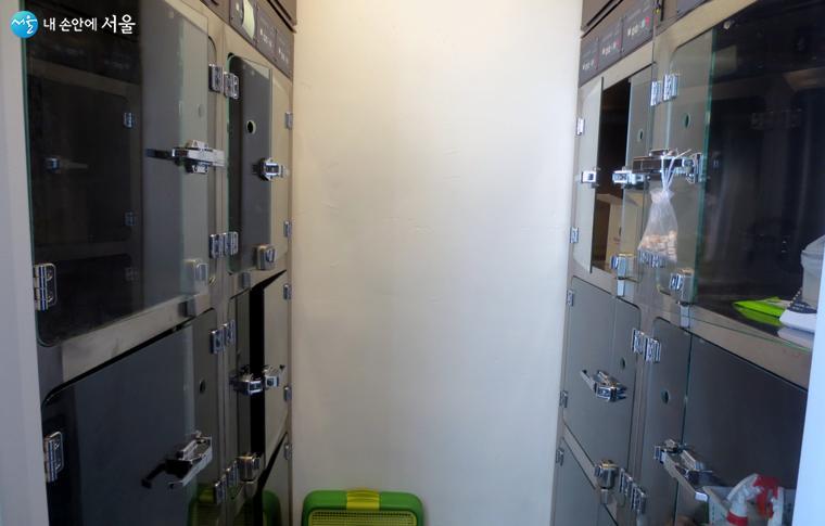 감염병 질병 확인을 위해 잠시 머무는 유기견 계류실