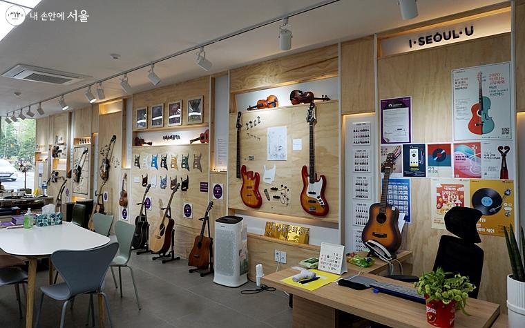 각종 폐악기를 이용한 재활용 소품을 제작하거나 기타에 관해 배울 수 있는 수리수리공작소