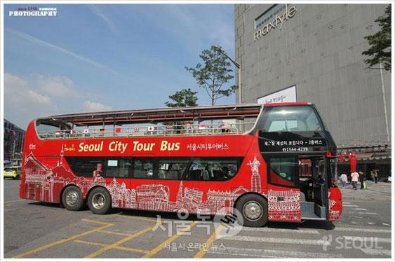동대문 두산타워 앞에서 출발하는 서울시티투어버스 `전통시장 코스`
