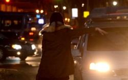 택시를 기다리는 시민