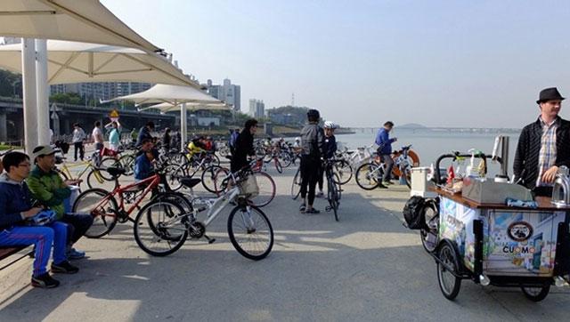 한강과 안양천이 만나는 합수부는 자전거족의 천국이다