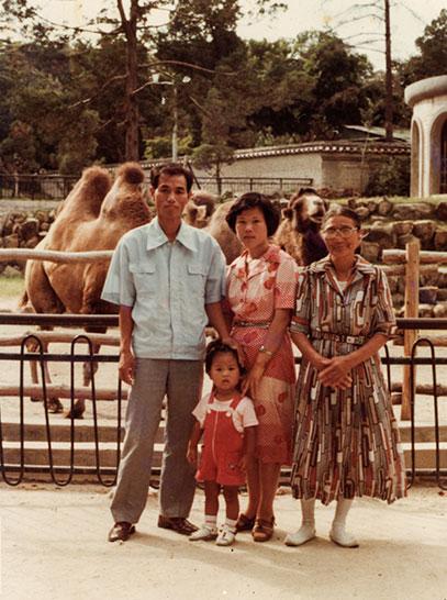 윤의연(1975년생) 가족의 나들이 사진, 창경궁, 1977년, 개인소장