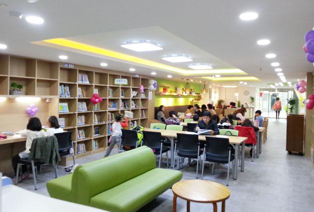 옹기종기 작은 도서관 내부
