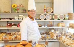 `깜빠뉴 베이커리`를 운영하고 동네빵네 협동조합 신흥중 이사장
