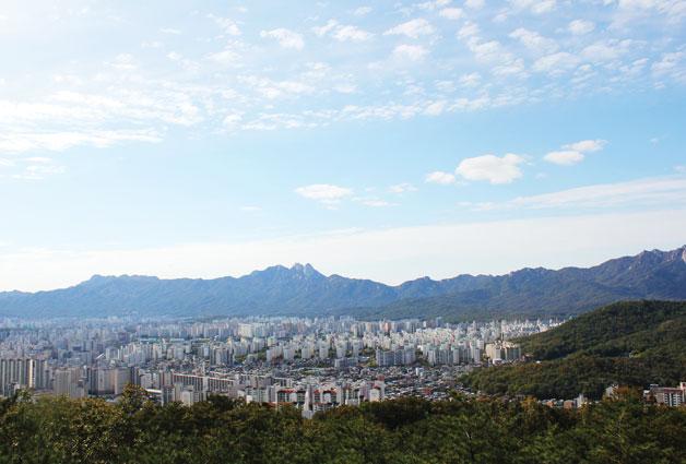 제 1 코스 수락·불암산 구간에서 내려다보이는 서울 전경
