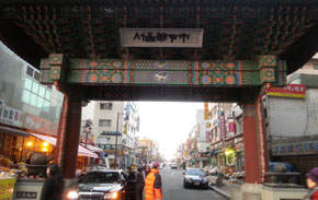 전국 한약재 70%가 거래되는 `서울 약령시`
