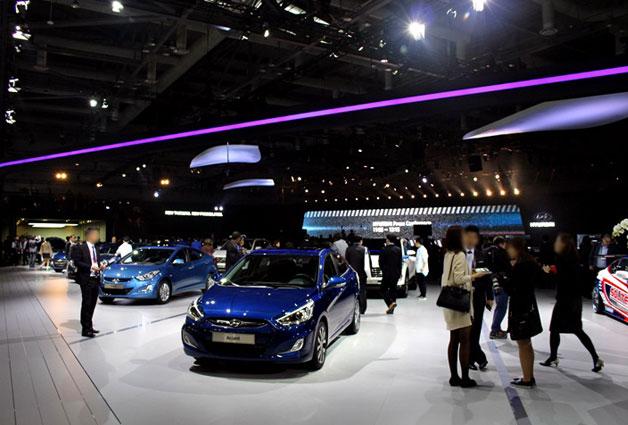서울모터쇼에서 현대자동차가 자동차를 선보이고 있다