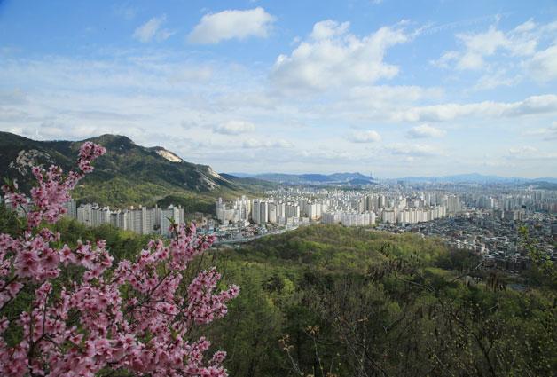 수락·불암산 구간에서 내려다보는 서울 전경, 몸 안에 걷기 세포가 절로 움찔거리게 만드네요.