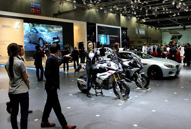 자동차뿐만 아니라 이륜자동차인 모터사이클도 만날 수 있다