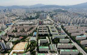 강남지역 노후 아파트들의 재건축으로 전세 수요가 늘고 있다