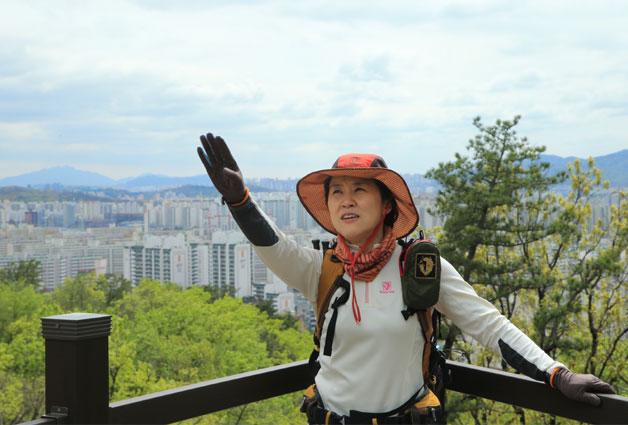 지난 20일엔 산악인 오은선 씨와 함께 서울둘레길(수락·불암산 코스)을 걸어봤습니다.
