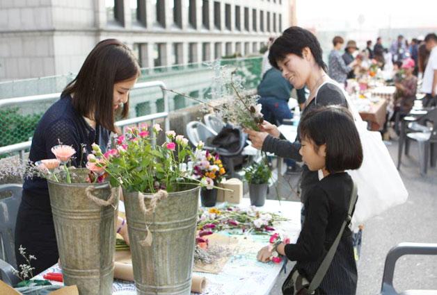 작년 10월 서울역 고가에서 열린 `꽃길, 거닐다`의 체험 부스