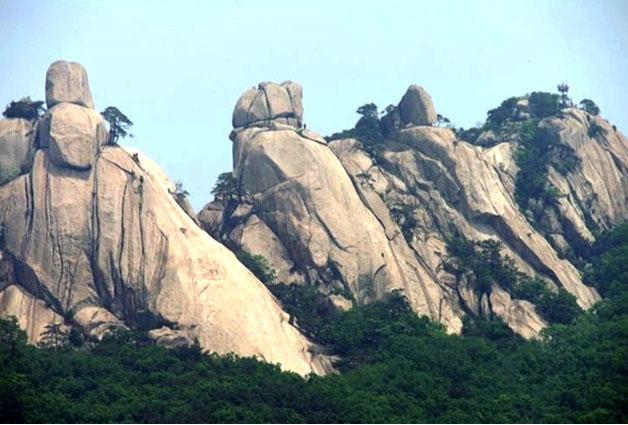 전망대에서 보이는 5개의 북한산 봉우리가 장관이다