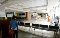 병원을 부분적 폐쇄하겠다고 밝힌 삼성서울병원의 한 병동 입구가 의자로 막혀 있다.ⓒ뉴시스