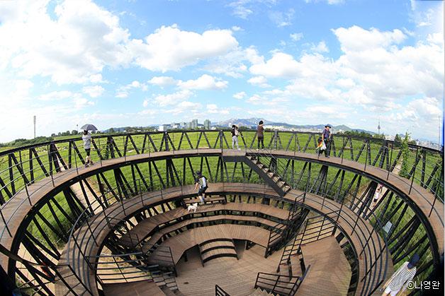 지난 1992년 사용종료 된 난지도 매립지는 아름다운 노을공원으로 재탄생했다 ⓒ나영완