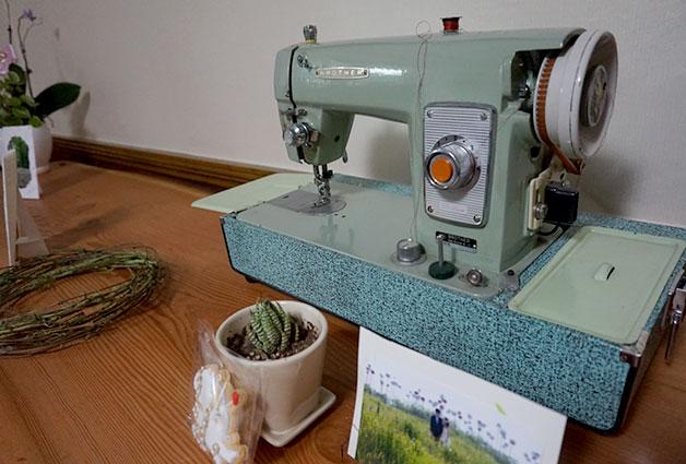 피팅룸에 있던 오래된 재봉틀