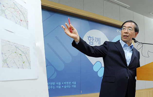지난 6월 4일 오후 서울시청 브리핑룸에서 긴급 브리핑을 하던 박원순 서울시장.