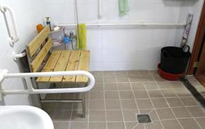 안전 손잡이 및 샤워용 맞춤 의자 설치