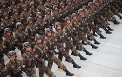 지난 8월 23일 열병식에 참여할 중국 군인들이 훈련을 하고 있는 모습ⓒ뉴시스