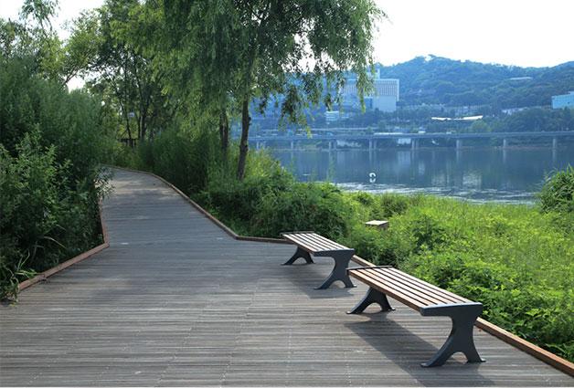 암사생태공원에서 바라본 강건너 아차산과 광나루 지역