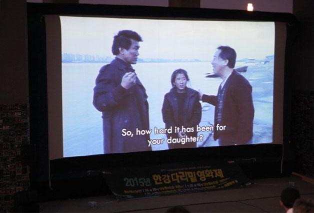 올해 한강다리밑 영화제에는 주로 단편영화들이 상영됐다