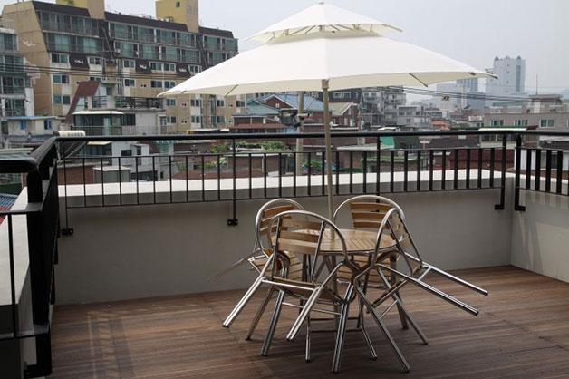 4층 테라스는 공유센터를 방문한 주민들에게 휴식공간을 제공할 예정이다