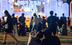[포토] 저녁마다 공연장으로 변하는 서울광장