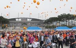 지난 23일 마포구에서 열린 `제 6회 마포 치매 극복 걷기대회` 기념식