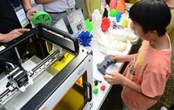 2014년에 열린 제3회 서울앱페스티벌에서 3D프린터를 체험하고 있는 시민들 ⓒ뉴시스