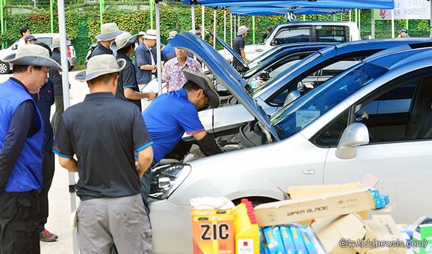 작년 성동공업고등학교에서 실시된 추석 귀향 차량 대상 무료점검 ⓒ뉴시스