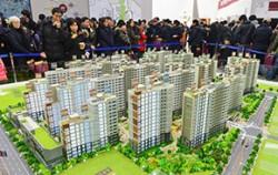 지난 1월, 서울 강서구 마곡 13단지 민간 아파트 견본주택을 찾은 시민들이 내부를 둘러보고 있다. ⓒ뉴시스