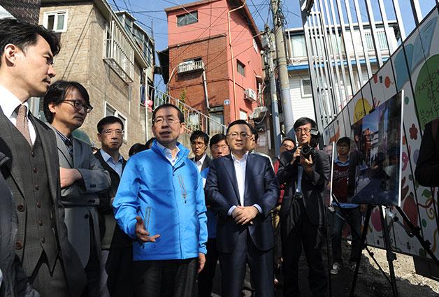 15일, 첫 일정으로 박원순 서울시장은 창신동 봉제박물관 건립부지를 찾았다