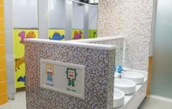 서울길동초등학교는 올해 상반기 학교화장실 개선 사업에 선정된 곳으로 지난 12일부터 학생들이 새롭게 변신한 화장실을 이용하게 됐다