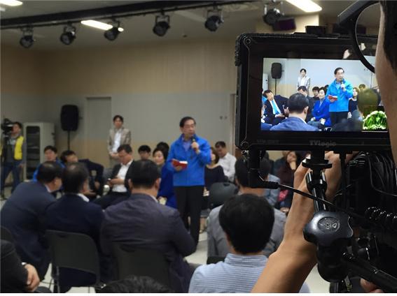 서울일자리대장정에 참여한 시민 사이에서는 소소한 것까지 빠뜨리지 않고 언급하는 박원순 시장의 '수첩'이 인상적이라는 얘기가 많다.