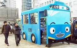 30일부터 명동역 앞에 새롭게 선보인 `타요 버스정류장` ⓒ연합뉴스