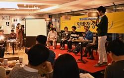 박원순 서울시장은 `일자리대장정` 첫 날인 7일 오후, `알바정상회담`에 참석해 청년들과 함께 아르바이트 근로 조건에 대해 토론하는 시간을 가졌다.