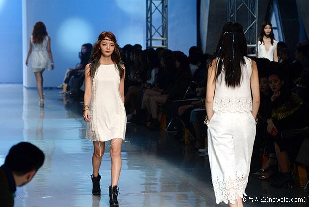 16일 DDP에서 열린 `2016 S/S 헤라 서울패션위크` 요하닉스(YOHANIX) 패션쇼 현장 ⓒ뉴시스