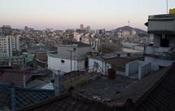 서울시 전체 주거지의 1/3을 차지하고 있는 저층주거지의 72%가 20년 이상 된 노후 주택이다