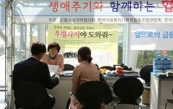 작년 10월 서울시청 신청사에서 열린 `생애주기와 함께 하는 협동조합 모음전`ⓒ이현정