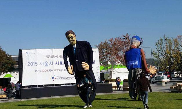 대형인형들의 재미있는 퍼포먼스가 박람회장의 열기를 더했다