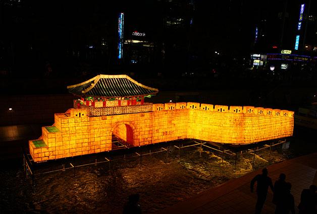 돈의문 순성놀이. 조선시대 조상들이 한양 도성 안팎을 돌며 즐겼던 돈의문 순성놀이를 색다르게 경험할 수 있다.