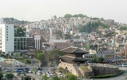 동대문 뒤편으로 도시재생선도지역인 창신숭인지역이 펼쳐진다
