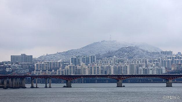 한강과 눈 덮인 서울의 모습 ⓒ연합뉴스
