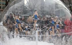 서울광장 스케이트장 앞에 설치된 평창동계올림픽 홍보 조형물ⓒ연합뉴스
