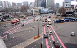 서울역고가 폐쇄 후 첫 평일을 맞은 14일 오전 출근 시간 모습ⓒ뉴시스
