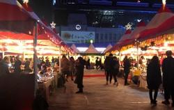 지난 21일부터 열리고 있는 서울시청 앞 크리스마스 마켓