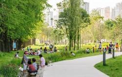 2위로 선정된 연남동 경의선숲길