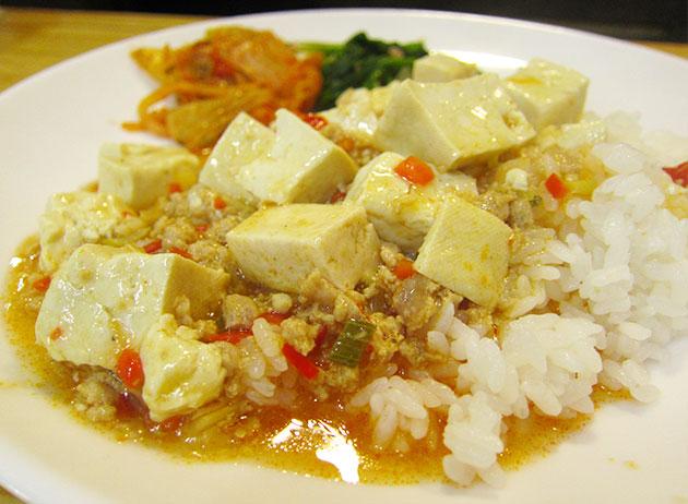 먹음직스러워 보이는 마파두부덮밥
