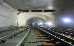 서울시 최초 지하경전철 구조물 및 레일 부설 현황 (신설동역)