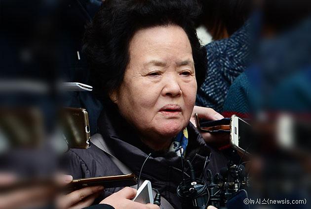 1월 29일 오후 서울중앙지방법원에서 피해자 故조중필 씨 어머니 이복수 여사가 선고가 끝난 후 법원을 나서며 기자들에게 지난 19년의 세월에 대한 소회를 말하고 있다ⓒ뉴시스